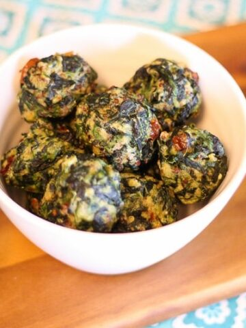 These Gluten Free Spinach Quinoa Balls are the perfect appetizer! Everyone loves them and they are easy to make!