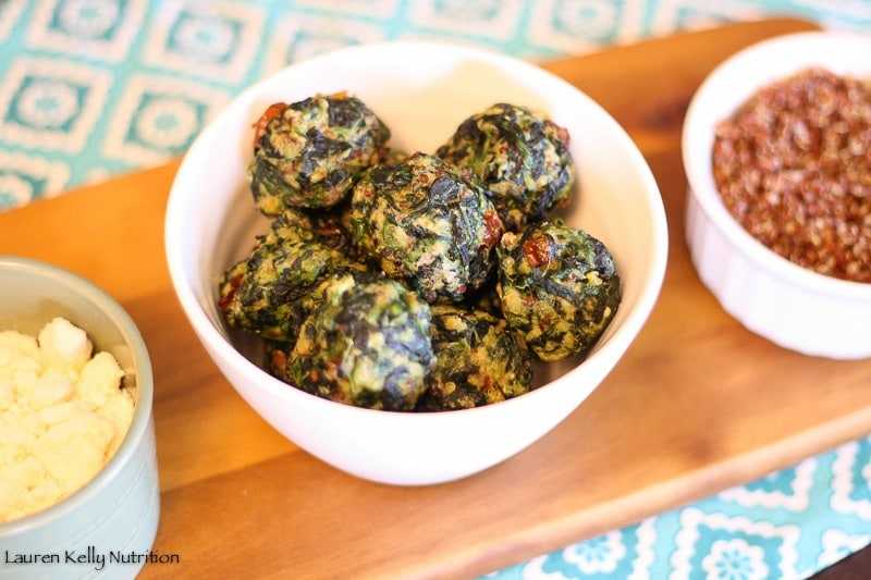 These Spinach Quinoa Balls are healthy, easy to make and are the perfect appetizer! @bobsredmill #glutenfree