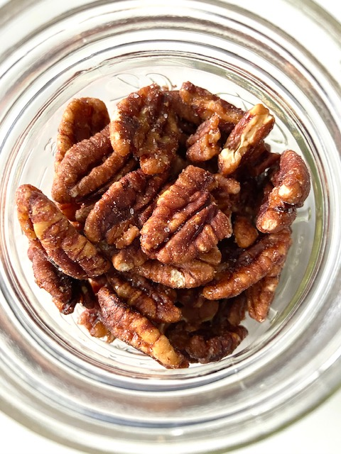 These Candied Pecans are simple to make and healthy! #vegan www.laurenkellynutrition.com