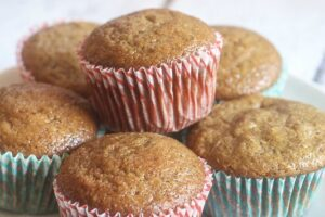 These Pumpkin Gingerbread Muffins are absolutely delicious!! They are healthy too, you must make them! www.laurenkellynutrition.com