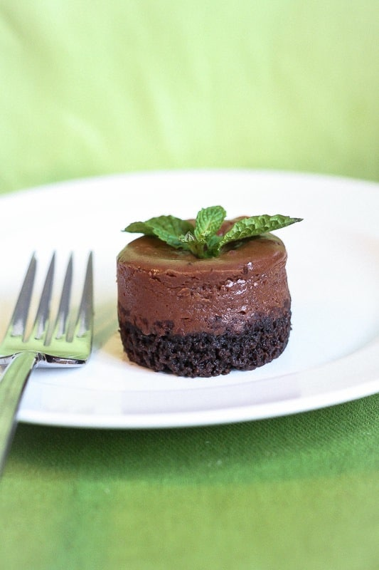 Mini Mint Chocolate Cheesecakes lightened up with Greek yogurt~ Lauren Kelly Nutrition