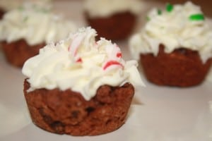 Red Velvet Cookie Cups with Prosecco Buttercream that are made with NO artificial colors!