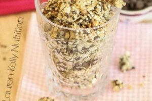 Peanut Butter Chocolate Chip Granola www.laurenkellynutrition.com