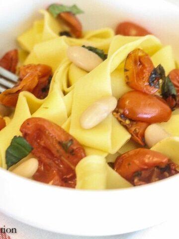 Easy Roasted Tomato & Garlic Pasta | Lauren Kelly Nutrition