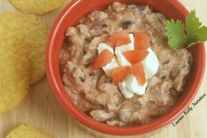 This Spicy Black Bean Dip takes minutes to make and is so healthy! #greekyogurt #TheGreekYogurtCookbook