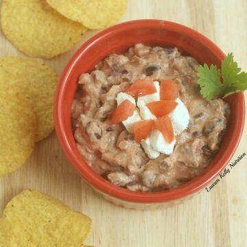 This Spicy Black Bean Dip takes minutes to make and is so healthy! #greekyogurt #TheGreekYogurtCookbook