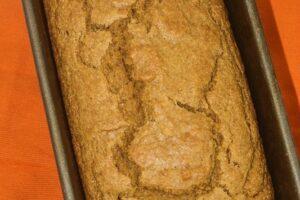 This Pumpkin Cornbread is healthy and delicious! www.laurenkellynutrition.com #vegan