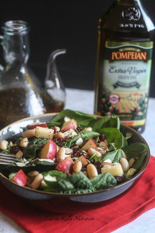This Cranberry Apple Salad with Chia Balsamic Vinaigrette is simple to make, healthy and delicious! #PompeianHoliday