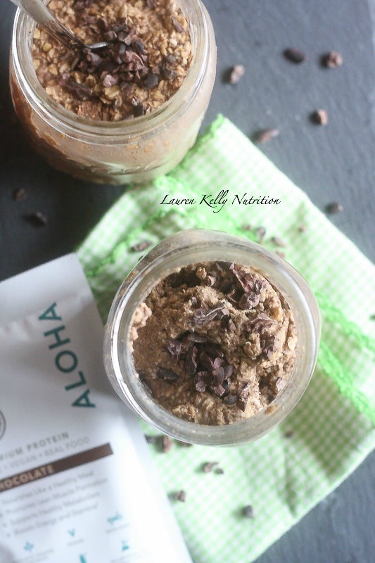 These Gingerbread Chocolate Overnight Oats are packed with protein and helps keep you on track with healthy eating! #pmedia #myAloha #AlohaMoment