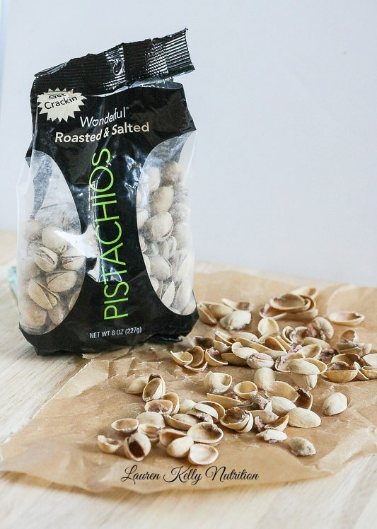 Healthy Pistachio Snack Mix from Lauren Kelly Nutrition #FoolYourselfFull