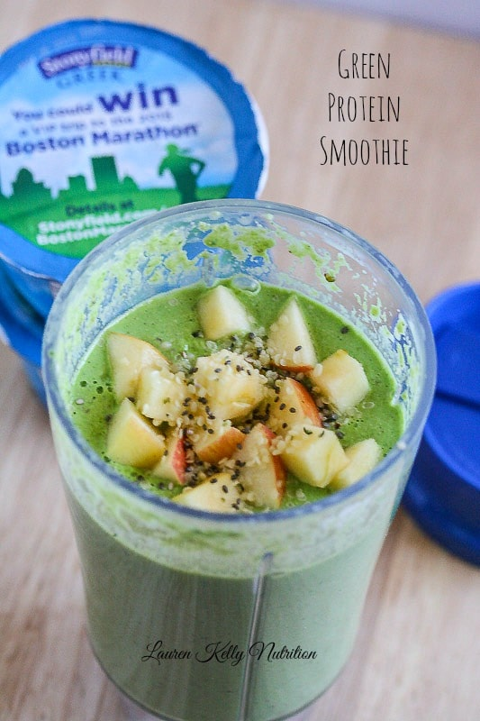 Green Protein Smoothie is the perfect, healthy way to start your day! www.laurenkellynutrition.com