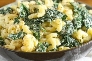 Kale and Cheddar Macaroni and Cheese made with Greek yogurt #HealthyPastaMonth