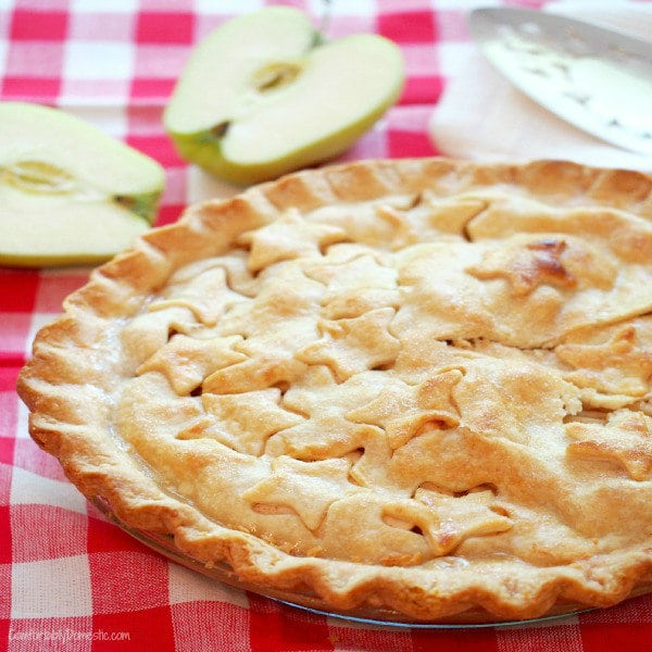 Classic Apple Pie - Comfortably Domestic
