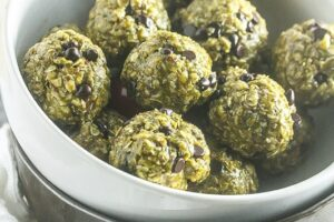 These No Bake Crispy Mint Chocolate Chip Balls take minutes to make and are delicious! #vgean #dairyfree #glutenfree