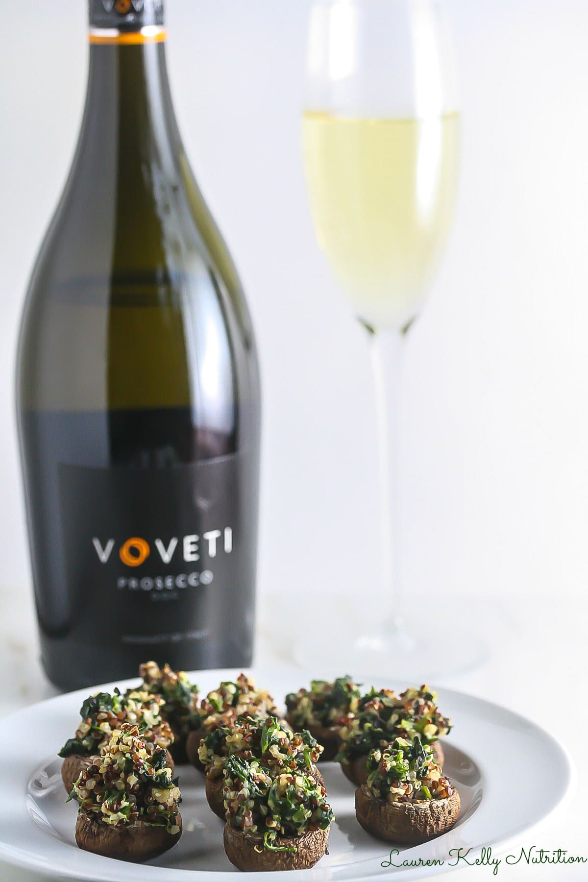 These Quinoa Spinach Stuffed Mushrooms are healthy but still crazy delicious and easy to make! From Lauren Kelly Nutrition #VOVETI #CleverGirls