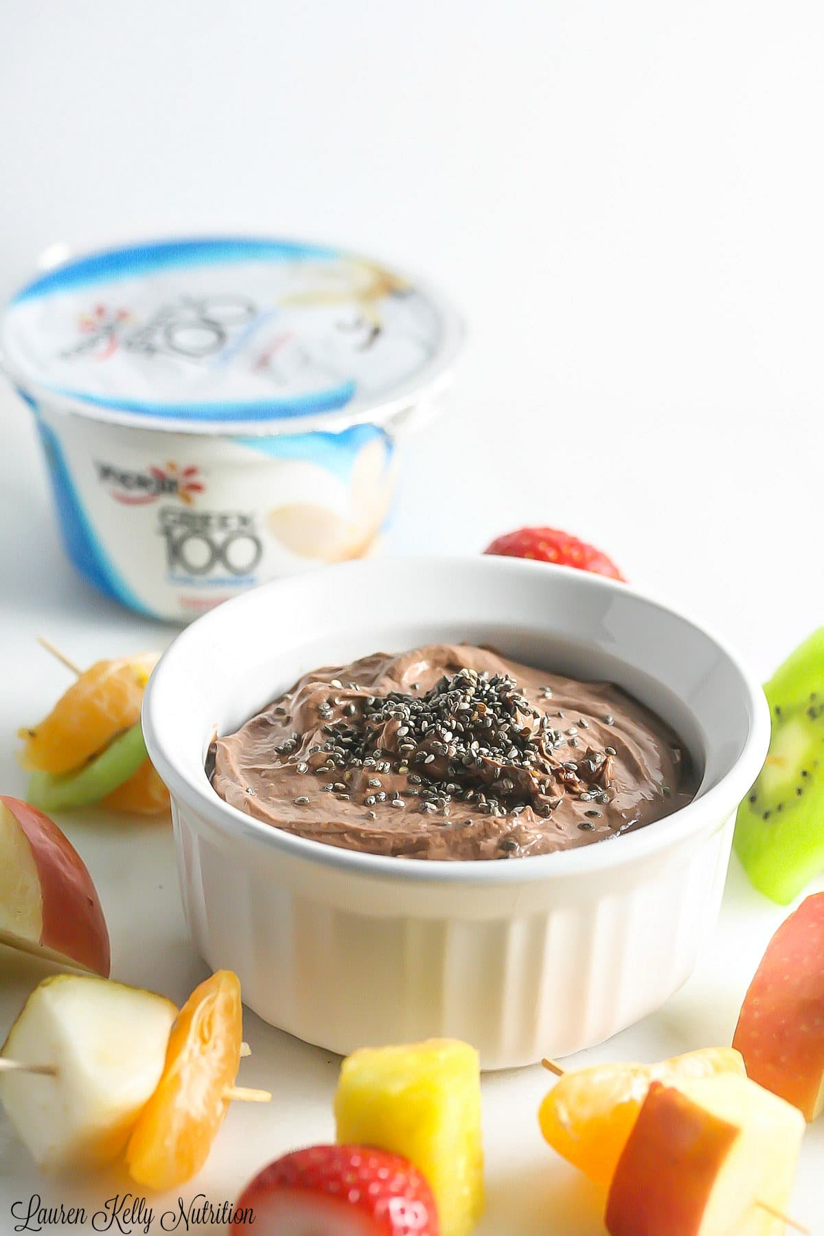 This Chocolate Peanut Butter Dip is packed with protein, antioxidants and fiber and taste DELICIOUS! www.laurenkellynutrition.com