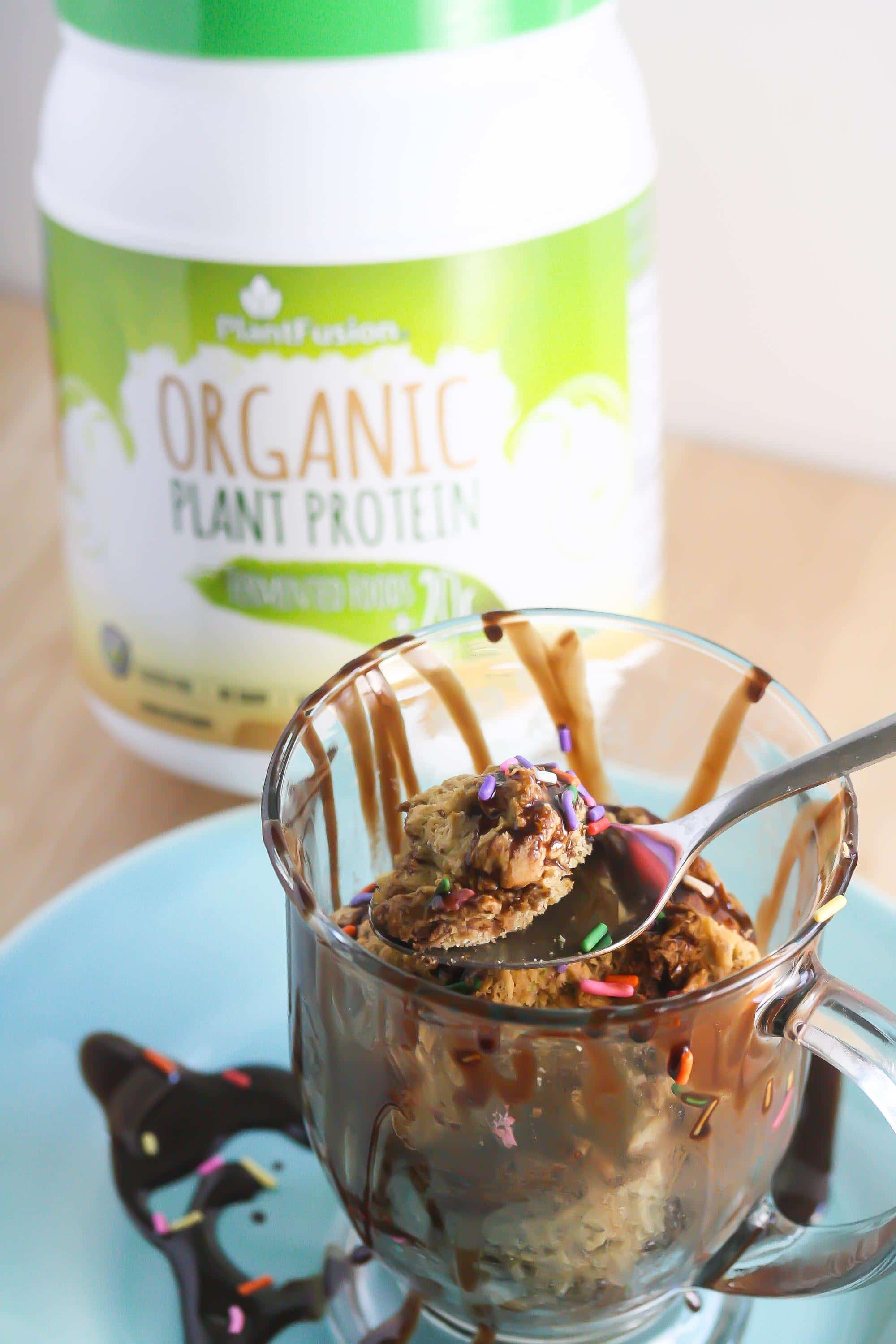 This Vanilla Chai Protein Mug Cake will be ready in minutes! It's a healthy, protein-packed snack! From Lauren Kelly Nutrition #vegan #glutenfree