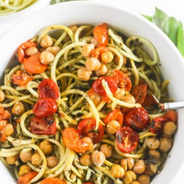 Squash Noodles with Kale Arugula Pesto with Roasted Chickpeas is bursting with flavor! #vegan www.laurenkellynutrition.com