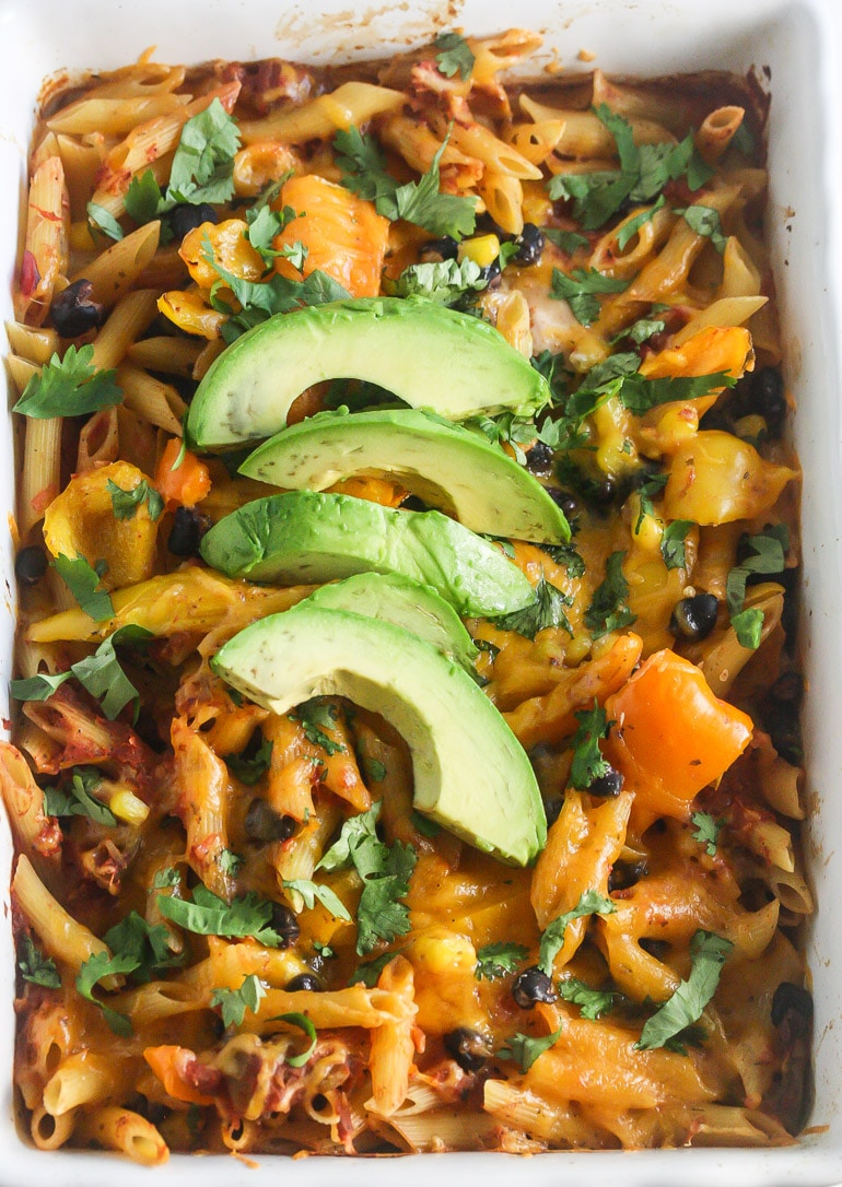 This One Dish Salsa Pasta Chicken Bake takes less than 10 minutes to prepare and the pasta doesn't need to be cooked before hand. It's not only simple to make, but also healthy and delicious! From Lauren Kelly Nutrition