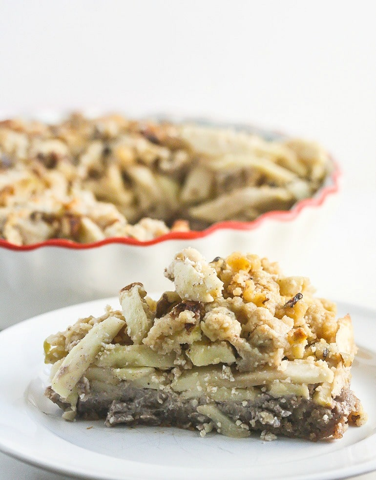 This Gluten Free Apple Crumb Pie with Walnut Crust will be a huge crowd pleaser! From Lauren Kelly Nutrition