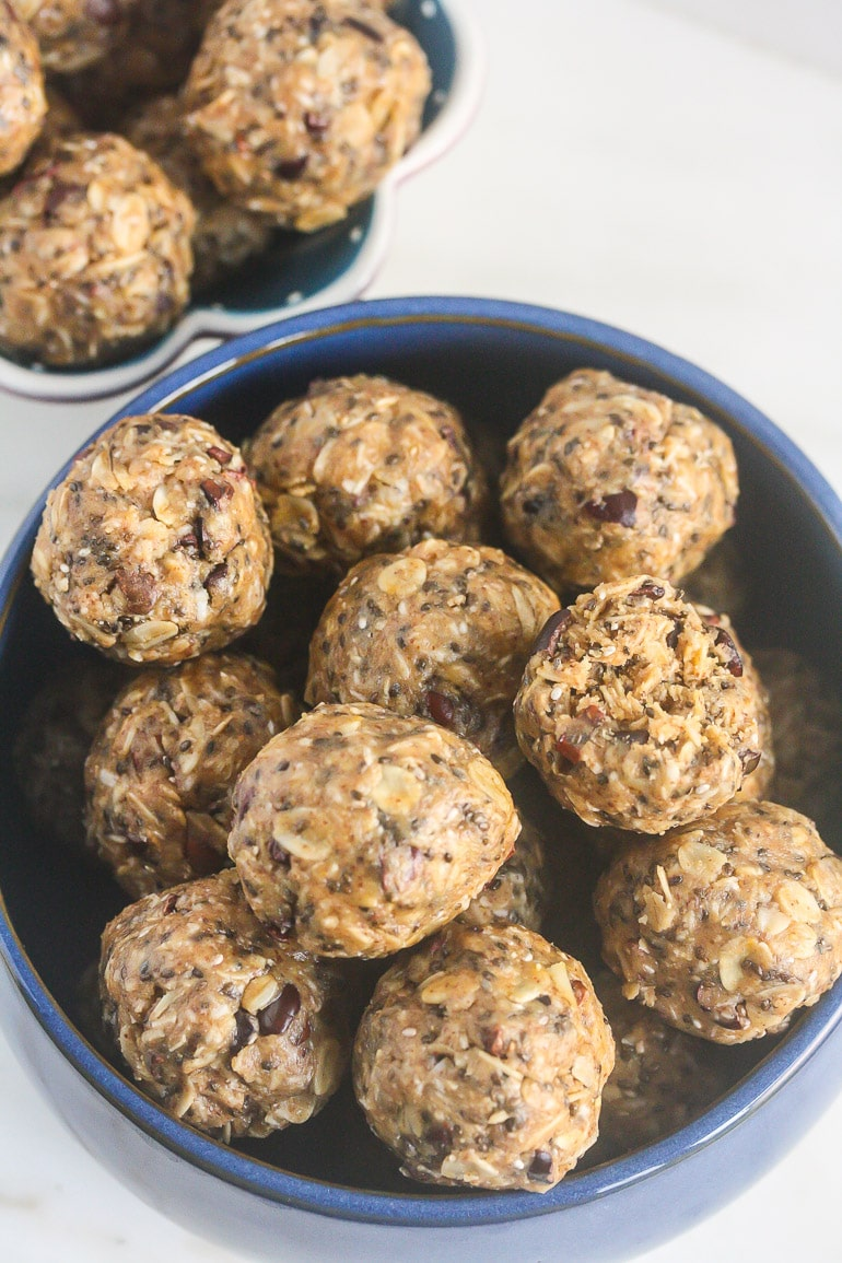 These No Bake Coconut Almond Butter Balls brought to you by Now Foods! www.laurenkellynutrition.com
