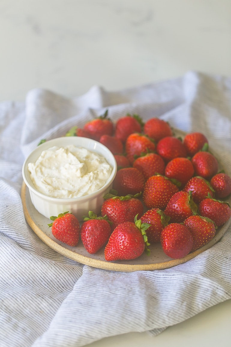 This Skinny Vanilla Cheesecake Dip is light, creamy and made with just 4 ingredients! Brought to you by TruWhip and Lauren Kelly Nutrition #AD