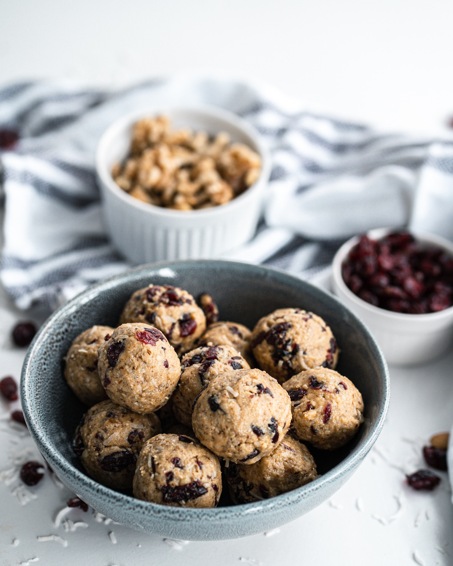 No Bake Cranberry Almond Energy Balls from Lauren Kelly Nutrition
