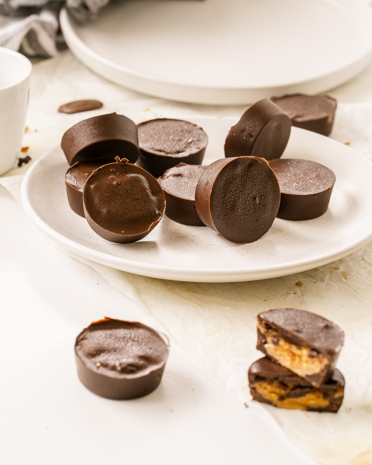 With just 6 simple ingredients, these Homemade Chocolate Peanut Butter Cups are delicious, gluten free, dairy free, vegan, sugar free, low carb and keto friendly!