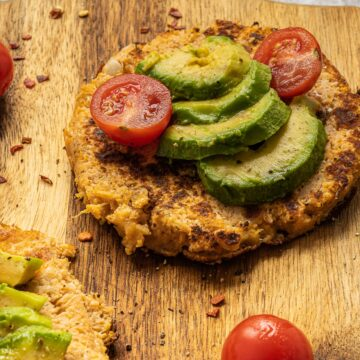 Move over hash browns, these healthy and delicious Low Carb Cauliflower Fritters are even better! They're so easy to make, gluten free, sugar free and keto friendly!
