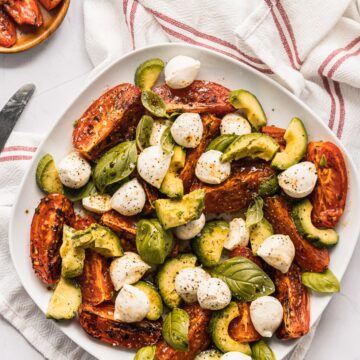 Light, healthy and ridiculously easy to make, this Roasted Tomato Caprese Salad will be your new favorite vegetarian dish!