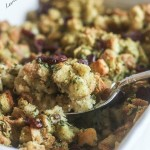 This Easy Cornbread Stuffing is healthy and delicious! www.laurenkellynutrition.com